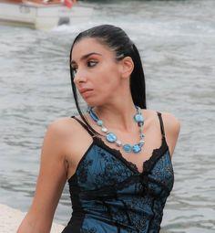 Simona e le collane in vetro di Murano