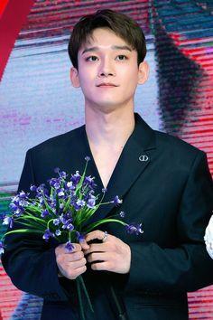 Chen's Debut Stage 'Beautiful Goodbye' on SBS Inkigayo Baekhyun Chanyeol, Exo Chen, Exo K, Luhan And Kris, Kim Jong Dae, Waiting For Baby, Fandom, Best Kpop, Xiu Min