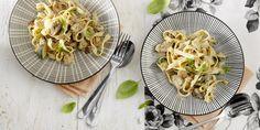 """- In samenwerking met Knorr - Deze romige tagliatelle met natuurlijke ingrediënten van Margriets culinair redacteur Colette Beyne staat binnen een halfuur op tafel én iedereen smult ervan. Dus dek de tafel en schuif lekker aan, het is tijd voor een diner Italian style. Etenstijd! Colette, culinair redacteur Margriet: """"Het fijne van tagliatelle met roomsaus…"""