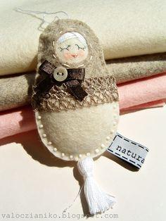 Mokka, ladyfinger doll - felt/wool