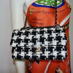 CHANEL KLASSISCHE TASCHE TWEED GOLDENES METALL Tweed, Chanel, Vintage Fashion, Shoulder Bag, Couture, Bags, Classic, Metal, Taschen
