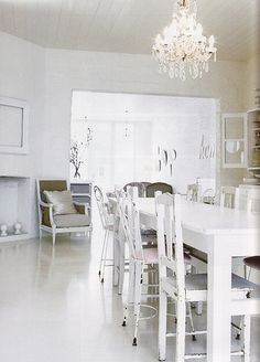 Ceramic Floor And Pendant Lamp Also Wooden Table For Awesome And Glamour White Dining Room Design Ideas White Dining Room Sets, White Dining Chairs, Dining Table Design, Dining Room Table, Dining Rooms, Home Decor Inspiration, Decor Ideas, Elegant, Modern