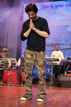 Attitude is important. Shahrukh Khan And Kajol, Salman Khan, King Of My Heart, King Of Hearts, Bollywood Stars, Bollywood Fashion, Richest Actors, Sr K, Best Hero