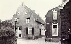 Oirschot, Torenstraat huisnr. 8, genaamd huis Diest. In het midden de Kerkstraat - 1975 Croonenburg, A.B. van (fotograaf)