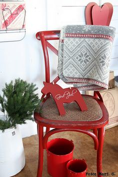 love red Dala horse w/God Jul.pretty simple to do! Norwegian Christmas, Swedish Christmas, Scandinavian Christmas, Christmas Love, Country Christmas, Christmas Holidays, Christmas Crafts, Christmas Decorations, Xmas