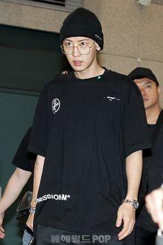 Airport Fashion, Airport Style, Arm Veins, Music Genius, Park Chanyeol, Parks, Adidas Jacket, Korea, Husband