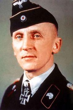Generalmajor Hasso Frhr. von Manteuffel (1897-1978), Kommandeur 7. Panzer Division, Ritterkreuz 31.12.1941, Eichenlaub (332) 23.11.1943, Schwerter (50) 22.02.1944, Brillanten (24) 18.02.1945