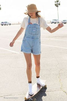 Check out Levi s Vintage Denim Shortall Overall Short And Sweet from Urban Outfitters # Overalls Women, Short Overalls, Outfits With Overalls, Denim Overalls Outfit, Cute Overalls, Salopette Short, Salopette Jeans, Mode Outfits, Romper Outfit