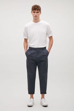 An oversized style, made from a soft cotton, these chino style trousers are a relaxed fit with casual turn-ups. Designed to sit on the hip, they have pleats at the front, classic belt loops and slanted side pockets.