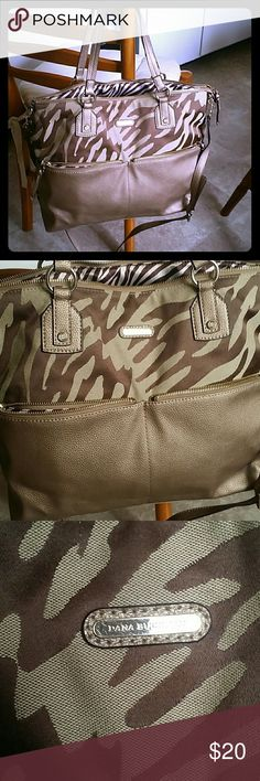 💎🎀Dana Buchman huge leather n canvas tote🎀💎 🎀 Dana Buchman brand 💎 Leather and canvas  🎀 Detachable shoulder strap  💎 Inner and outer pockets  🎀 Inner padded tech pocket big enough for a laptop, but would protect a tablet, too 💎 Overall the bag looks new  🎀 Only flaw is inside one outer pocket, needs to be stitched, there's a hole 💎Great for a diaper bag, gym bag, or everyday purse!   🌻SAVE ON BUNDLES 🌻  🌹 CHECK OUT MY CLOSET FOR MORE GREAT DEALS ON HIGH END BAGS, COSMETICS…