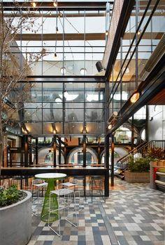 Betonnen buizen en vintage meubelen in het Prahan Hotel, Melbourne Roomed | roomed.nl