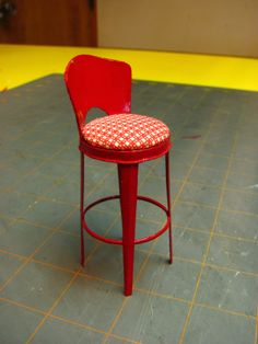 1 INCH SCALE VINTAGE KITCHEN STOOL - How to make a vintage kitchen stool from card stock. - Dollhouse  Miniature  Furniture    -    Tutorial...