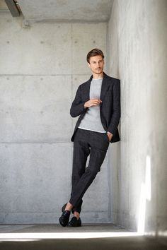 Menswear luxury collections and details that make a difference style gentle Suit Fashion, Work Fashion, Mens Fashion, Outfit Jeans, Stylish Men, Men Casual, Poses For Men, Herren Outfit, Good Looking Men