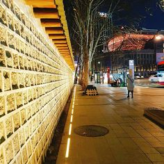 Instagram【bban_jae】さんの写真をピンしています。 《. 덕수궁 돌담길 . . . . . . . . #덕수궁 #경복궁 #덕수궁돌담길 #덕수궁야간개장 #서울 #종로 #인사동 #쌈지길 #사진 #풍경 #야경 #여행 #데일리 #카메라 #일상 #photo #seoul #daily #camera #ソウル #夜景》