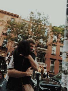 @ardillahv *couple goals hugs*/*fotos en pareja abrazados/#tumblr/#couplegoals