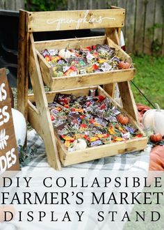 DIY Halloween Farm stand Tutorial- Looking for a cute way to display candy or goods for Halloween or at the Farmers Market? This is an easy DIY that folds down flat for easy storage! Farmers Market Display, Market Displays, Farmers Market Stands, Diy Halloween, Craft Booth Displays, Display Ideas, Display Stands, Booth Ideas, Bar A Bonbon