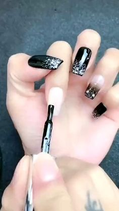 nail art videos / nail art & nail art designs & nail art videos & nail art designs for winter & nail art designs easy & nail art winter & nail art designs for spring & nail art summer Black Nail Art, New Nail Art, Nail Art Diy, Easy Nail Art, Diy Nails, Black Nails, How To Nail Art, Ombre Nail Art, Hallographic Nails
