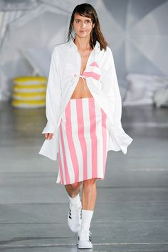 See the Jacquemus Spring 2015 runway on Vogue.com.