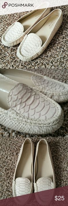 Talbots Genuine Leather Snake Skin Ballet Flats EUC, only signs on wear are at bottom of shoes and very bottom of toes, not visible when worn. (Shown in photos) Size 9B genuine leather upper, snake skin pattern. Cream color. Talbots Shoes Flats & Loafers