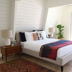 White shiplap bedroom - love the mid century furniture and vintage kantha quilt eclecticallyvintage.com
