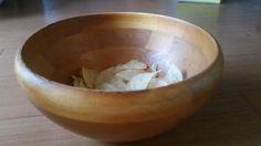 <P>我が家愛用の木の皿。何でもいれる。