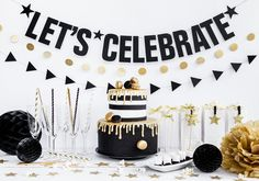Party decoration for Christmas or New Year& Eve. Very trendy in Sch . Ganz trendy in Schwarz, Weiß und Gol… Party decoration for Christmas or New Year& Eve. Very trendy in black, white and gold. Black And Gold Party Decorations, Birthday Decorations At Home, Anniversary Decorations, Graduation Decorations, Balloon Decorations, Decoration Party, Cake Table Birthday, Gold Birthday Party, Birthday Balloons