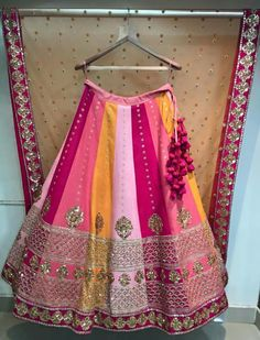 Dghkbx Choli Designs, Lehenga Designs, Saree Blouse Designs, Bridal Mehndi Dresses, Indian Bridal Lehenga, Indian Wedding Outfits, Indian Outfits, Lehnga Dress, Dress Skirt