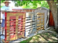 A Portable Fence made from old pallets, with 4x4 'feet'. Can be finished off with some fence boards so it looks pretty.I TOTALLY need this to hide some of the junk in my driveway by the shed. It would hide my ugly trash can while still letting me move it so I can move the trash to the curb.