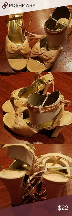 NWOT Chinese laundry chunky heels size 7 1/2 . Chinese Laundry Shoes Heels