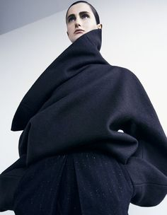 Sculptural Fashion - wool top with oversized proportions & dramatic collar // Ph. Dusan Reljin