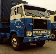 VOLVO-F88 4x2 met huifoplegger van Overslagbedrijf in Arnhem