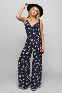 Kimchi Blue Floral Jumpsuit Urban Outfitters I'm and this item is way too long on me, so cute but I never got around to hemming it and it's just been sitting in my closet. Floral Jumpsuit, Boho Gypsy, Wide Leg Pants, Everyday Fashion, Fitness Models, Urban Outfitters, Style Me, Fashion Beauty, Style Inspiration