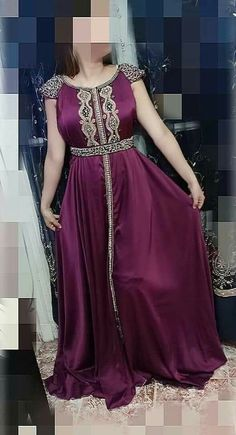Fashion Pants, Fashion Dresses, Kurti Patterns, Moroccan Caftan, Royal Dresses, Caftan Dress, Fashion Colours, Traditional Dresses, Girl Outfits