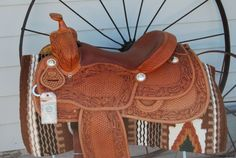 Darell Slinkard reining saddle - I like this Western Horse Tack, Cowgirl And Horse, Western Riding, Cowgirl Style, Western Saddles, Horse Riding Clothes, Horse Gear, Breyer Horses, Horse Saddles