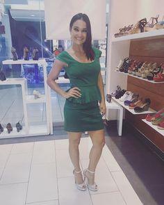 Para estas fiestas los zapatos con brillo son la mejor opción ! Estos @sandyshoes.sv los encuentras en plateado y dorado con el brillo perfecto para las fiestas !!! #shoelover