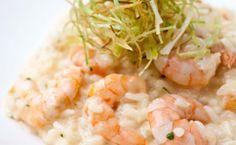 Receita de risoto de camarões e mascarpone com alho-poró crocante.