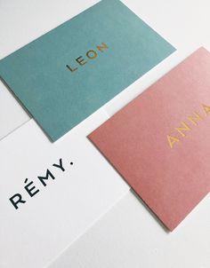 Stevige kaart met kleur na. Collateral Design, Identity Design, Brochure Design, Graphic Design Branding, Logo Design, Web Design, Creative Design, Print Design, Cool Business Cards