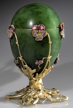 "Imperial Easter Egg number twenty - The ""Pansy Egg"", from 1899"