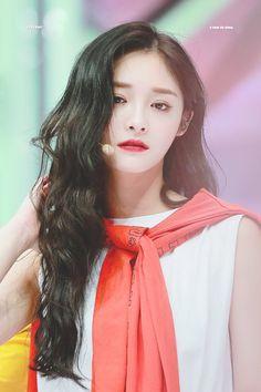 Kyulkyung pristin kpop discovered by S♡Ha🐾 on We Heart It Kpop Girl Groups, Korean Girl Groups, Kpop Girls, Pristin Kpop, Ioi Nayoung, Girl Drawing Pictures, Euna Kim, Kim Doyeon, Crop Photo