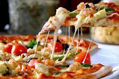 Pizza severlere bol kaşar peynirli nefis bir tat Sucuklu Kaşarlı Pizza Tarifi  devamı ;www.mutfaknotlari.com 'da