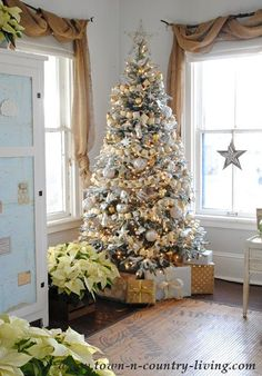 My Christmas Home Tour 2015 Frosted Christmas Tree Source by acraftedpassion White Christmas Tree Decorations, Frosted Christmas Tree, Live Christmas Trees, Elegant Christmas Trees, Xmas Tree, All Things Christmas, Christmas Home, Christmas Holidays, Holiday Decor