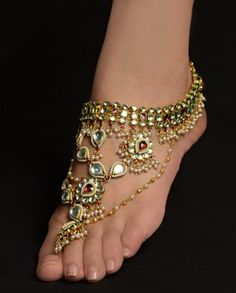 Its that time of the year to show off your feet and sport the anklets. These are mughal inspired anklets.and yea my favorite kinds. Bridal Accessories, Jewelry Accessories, Gypsy Style, My Style, Estilo Hippie, Bridal Stores, Bare Foot Sandals, Toe Rings, Indian Jewelry