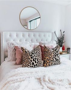 Home Decoration Ideas With Paper Bedroom Color Scheme White and Pink.Home Decoration Ideas With Paper Bedroom Color Scheme White and Pink Room Ideas Bedroom, Home Bedroom, Bedrooms, Gold Bedroom Decor, Bedroom Inspo, Dream Rooms, My New Room, House Rooms, Room Inspiration