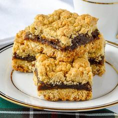 All our Nans made Newfoundland Date Crumble Squares & we still love them. My Aunt Marie made the best. The secret is the right amount of butter & filling. Baking Recipes, Cookie Recipes, Dessert Recipes, Baking Ideas, Holiday Baking, Christmas Baking, Christmas Cookies, Christmas Ideas, Popular Cookie Recipe