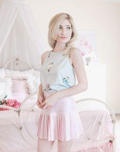 Lauren Conrad, lc lauren Conrad, floral dress, spring dress, summer dress, feminine style, girly style, romantic style, dresses, dress blog, dress blogger, how to dress feminine, dress feminine, skater skirt, pink pleated skirt, pleated skirt
