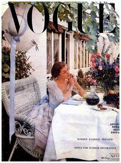 Sophia's Vintage Fashion Pic(k)s: American Vogue cover by Horst, April 1948 Vogue Magazine Covers, Fashion Magazine Cover, Fashion Cover, Shabby Vintage, Vintage Glamour, Pinup, Vintage Vogue Covers, Peter Lindbergh, Vogue Living
