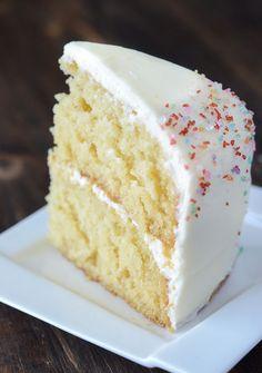 Vanilla Dream Cake – www.thenovicechef… Vanilla Dream Cake – www. Frosting Recipes, Cupcake Recipes, Baking Recipes, Cupcake Cakes, Smash Cakes, Dessert Recipes, Dream Cake, Food Cakes, How Sweet Eats