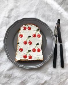 Креативные тосты http://artlabirint.ru/kreativnye-tosty/ Японский кулинар Эйко Мори (Eiko Mori) в свободное от работы время любит создавать нечто между искусством и едой. Так и получилась данная серия тостов, полностью сделанная вручную. Все эти бутерброды сделаны из... {{AutoHashTags}}