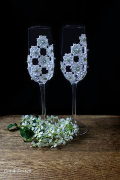 These beautiful hand decorated wedding champagne glasses are perfect for the bride and groom on their toast in their wedding day and then to store away for the anniversaries to come. Spring green and ivory colors combines to an elegant pattern and these champagne flutes will make a great addition to your wedding reception. It is also a perfect bridal shower gift idea!
