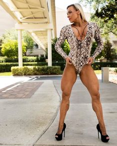 Caroline Zawadzki Strong Girls, Strong Women, Fit Women, Musa Fitness, Body Fitness, Fitness Models, Back And Biceps, Strong Body, Female Bodies